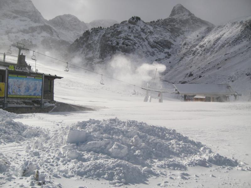 La primera nevada generalizada en el Pirineo permite las primeras aperturas de estaciones. La temporada 2012-2013 queda inaugurada !!