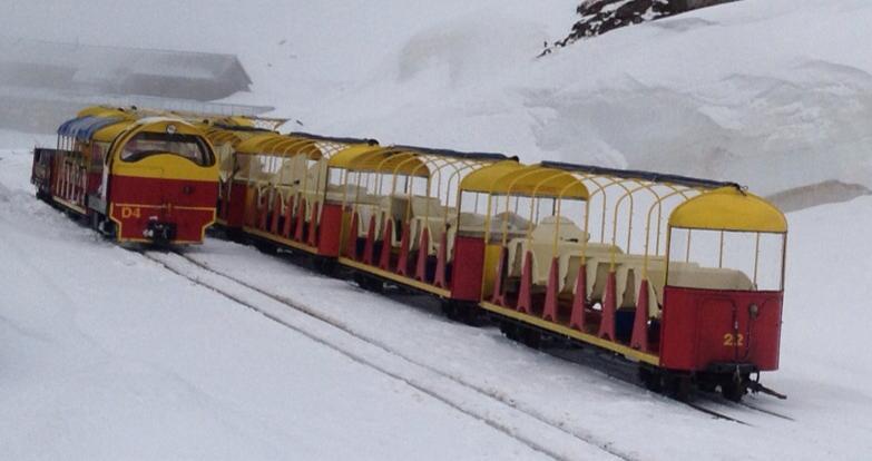 La oficina de turismo de Artouste confirma que el primer fin de semana de Junio abrirá un remonte y una pista para la práctica del esquí.