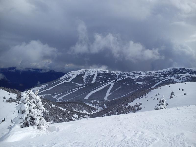 Han llegados nevadas con flujo de sur dejando este lado del Pirineo bien blanco.